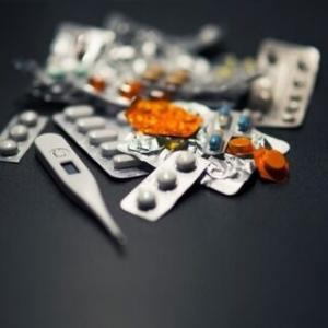 仕事年収 - 医者「風邪に効く薬なんてねぇよ」市販薬メーカー「風邪に効きます!!」←これ
