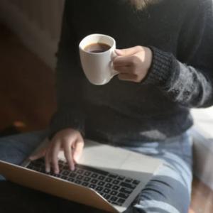 経済ニュース - テレワークをする会社員の38%「上司や同僚から仕事をサボっていると思われていないか不安」