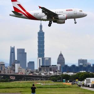 株式 - パチスロのユニバーサルエンターテインメント(旧アルゼ)、社用機が森喜朗さん率いる訪台団のチャーター機として登場