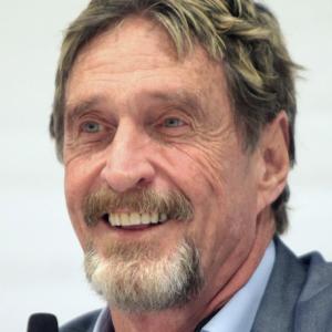 経済ニュース - 【訃報】McAfee創業者のジョン・マカフィー氏(75)、スペインの勾留施設で死亡。自殺か