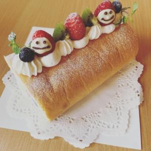 お礼に焼いたロールケーキ(*☻-☻*)