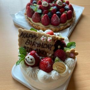 サプライズのお祝いケーキ(*☻-☻*)