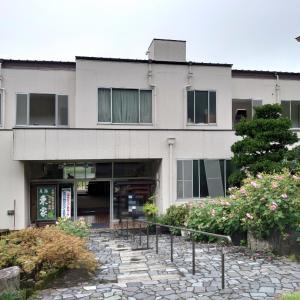 馬頭温泉 元湯東家 1 帳場と部屋など。