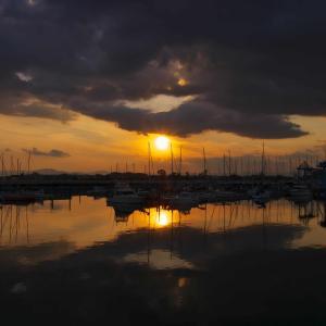 ヨットハーバーの夕景