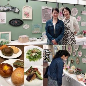 韓国料理研究家のお友達が作品展に来てくれました