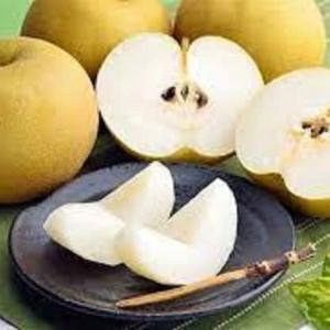 梨を切り分ける