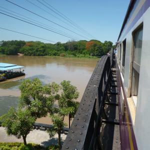 カンチャナブリー・旧泰緬鉄道とエラワン滝