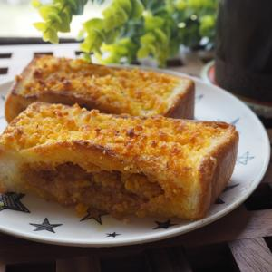 カルディ『ぬって焼いたらカレーパン』で簡単サクサクっのカレーパン!