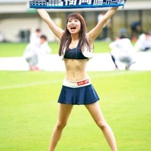 【画像】なんでサッカーや甲子園の観客席にいるチアガールって露出度高めなんだwww