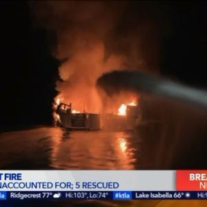 サンタバーバラ沖で船火事