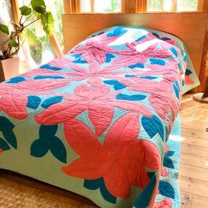 ようやくハワイアンキルトのベッドカバーが完成しました
