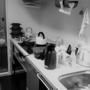 ●キッチンの整理収納作業へ!秋に片付けすると大掃除が楽できますよ~