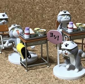 「仕事猫2」を小物と組み合わせて遊んでみた。