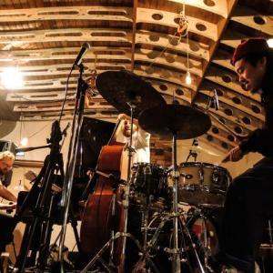 マーティ・ホロベック「Trio I」@蔵前Nui Hostel