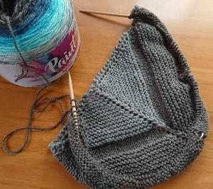 ショール編み始めました