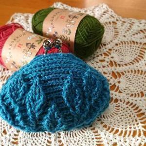 リーフ柄の引き上げ編みがま口