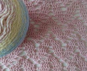 かぎ針編み葉っぱ模様ショール〈ラメ入りグラデーション〉