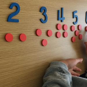 【モンテッソーリ】偶数と奇数も目で見て触って理解します。