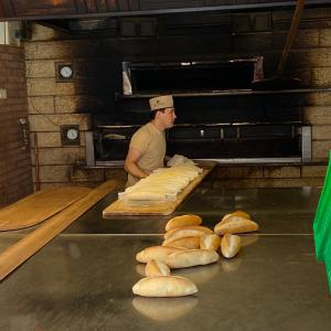 焼き立てパン屋