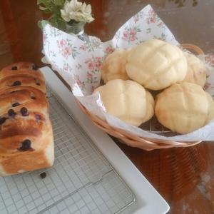 本日はメロンパンとブルーベリーブレッドのレッスンでした!