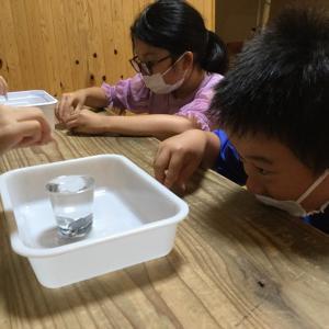1円玉で表面張力実験遊びでした〜(^o^)