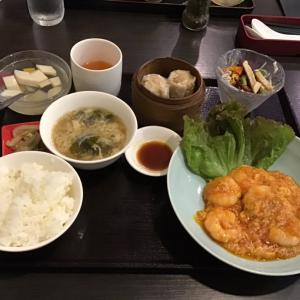 エビチリ定食と麻婆豆腐定食