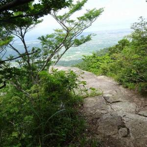 岳山・見張山 (1) ~変化に富んだ山歩き~