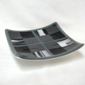ガラス・グレースケールの皿
