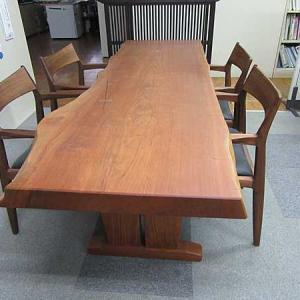 山桜のテーブル