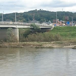 本日の本宮市、阿武隈川行って見ました、川面はおだやかでしたが災害のつめあとが残っていましたよ。