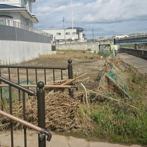 台風水害、福島県本宮市、阿武隈川の堤防を超えてここまで水が来ていました。自衛隊の特設入浴サービスには大感謝です。