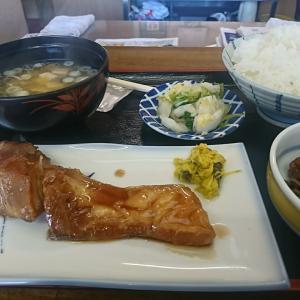 「大丈夫だよ1つ残っているから入っせ」閉店ガラガラの午後1時ムリムリ入店!本日のランチ、タイの煮つけ食べて来ました!