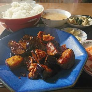 本日の孤独のランチ、豚肉となすの味噌炒め700円税込、甘からい味噌炒めが抜群のおいしさでしたよ。中島村 清華(せいか)行って来ました!