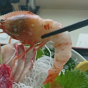 知る人ぞ知る、大人気の郡山、市場食堂で「特選刺身」1580円食べて来ました!さすがに市場内の食堂は新鮮でとても、おいしかったですよ。ボタン海老もまいう~でした!