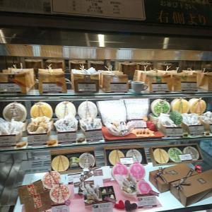 生キャラメルの向山製作所にコロッケパンを買いに来て見ました。バターサンドもおいしそうでしたよ!
