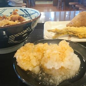 あっちっち、あち!復刻「鬼おろし肉ぶっかけ」がっついて来ました!冷たくて、まいう~でしたよ。まんじゅうの天ぷらもありましたよ。ロケ地、丸亀製麺 郡山安積店