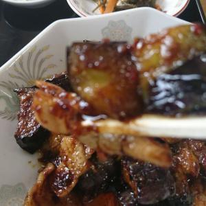 ラン、ラン、ラッキー!本日のBランチ、豚肉となすの味噌炒め 700円税込 これはおいしい、ご飯がパクパク食べれますよ!