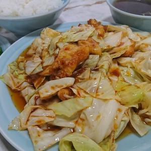 ヤスウマい店!なんと、ホイコーローが山盛り、ご飯も山盛り、中華スープとキュウリのお漬け物がついて600円税込です。