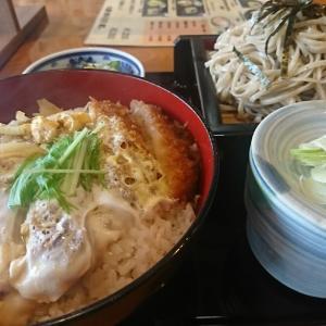 アツアツのカツ丼と冷たいお蕎麦 、セットで1200円 安ッ、うまい、うまい、ペロリ完食いたしましたよ。