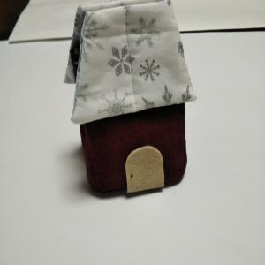 屋根が長すぎたハウスの小物入れ