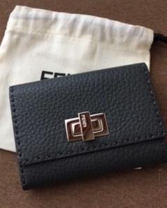 二つ折り財布●