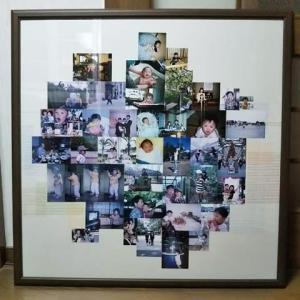 スナップ写真を50枚、大きな額に飾る