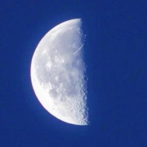 明日8月12日は「下弦の月:牡牛座」月からのメッセージ