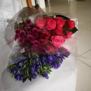 【紅茶教室】さぁ、明日のレッスンに向けてお花の入れ替えをしますよ☘