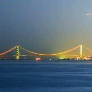 初秋の明石海峡大橋と幻想的な月
