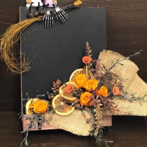 ハロウィンの黒板アレンジ