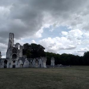 シャリスのドメーヌ・大修道院跡と礼拝堂。