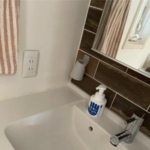 洗面所の、「浮かすコップ」
