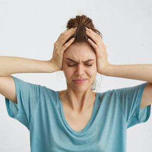 ヨガで生理痛は良くなると言われるけど、ホントのところはどうなのか?生理痛はあって当たり前?