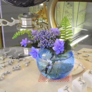 愛媛県宇和島市ふくい真珠店のアジサイの活け花と黄色のバラの花♪